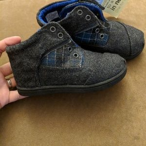 NEW Toms high tops shoes